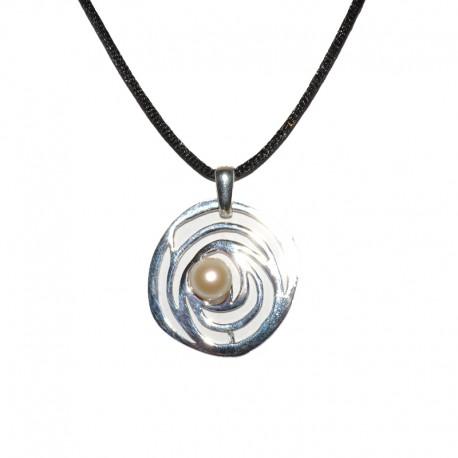 549635f62e6e Colgante de plataColgante de plata de la colección de joyas artesanales  Yocari para la joyería online